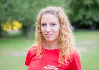 Kokot Paulina – absolwentka wychowania fizycznego PWSZ w Kaliszu. Sport jest jej pasją, wypełnia nim swój wolny czas. Lubi dobre kino i książki.