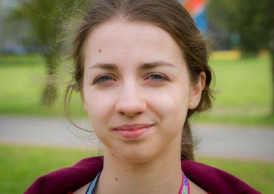 Kucharska Kamila - studentka Gdańskiego Uniwersytetu Medycznego. Interesuje się medycyną, biologią, psychologią, socjologią, dietetyką i religią. Kocha zwierzęta i podróże.