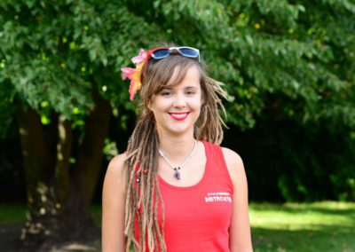 Skobiej Katarzyna - studentka terapii zajęciowej AWF w Krakowie. Jej pasją jest Capoeira, którą trenuje od 10 lat oraz kultura afrobrazylijska. W czasie wolnym uwielbia wędrówki górskie oraz jazdę na rowerze.