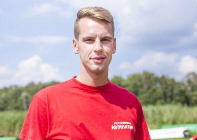 Żabiński Łukasz - student AWF w Białej Podlaskiej. Uwielbia sport – jazdę na nartach, jazdę na rowerze, piłkę nożną, lekkoatletykę, a szczególnie siatkówkę, którą na co dzień trenuje.