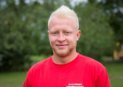 Piechociński Tobiasz – absolwent wychowania fizycznego PWSZ w Kaliszu. Wymagający, energiczny i uśmiechnięty instruktor. Zawsze motywuje do działania.