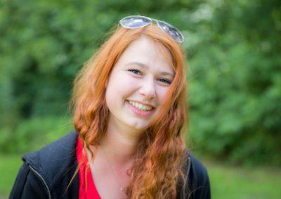 Chojnowska Agnieszka - studentka UKSW w Warszawie. W wolnym czasie udziela korepetycji z matematyki. Jej pasjami są technika i motoryzacja. Nie przypadkiem na zajęciach dużą wagę przywiązuje do właściwego korzystania ze sprzętu oraz bezpieczeństwa podczas zajęć.