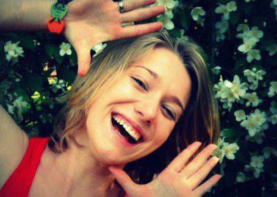 Łuczak Angelika – absolwentka kosmetologii PWSZ w Kaliszu. Jej pasją są ludzie i joga. Uwielbia sporty zimowe. Interesuje się survivalem, militariami, fitnessem i dietetyką. Współpraca z dziećmi sprawia jej ogromną radość i satysfakcję. Zawsze odnosi się do nich z szacunkiem i wyrozumiałością.