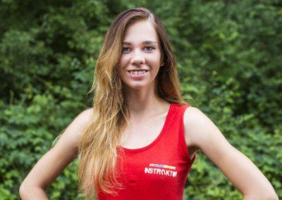 Marciniuk Sylwia - absolwentka teatrologii UAM oraz studentka tańca AWF w Poznaniu. Interesują ją różne style taneczne, muzyka, aktorstwo, sztuka nowoczesna oraz biotechnologia, kulinaria i coaching. Odpowiedzialna, kreatywna, a przy tym pogodna i zawsze uśmiechnięta, lubi spędzać czas z dziećmi.