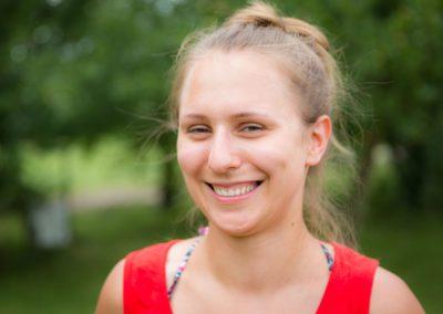 Smółka Magdalena – absolwentka AWF we Wrocławiu. Interesuje się muzyką, sportem, literaturą, uwielbia fitness i film.