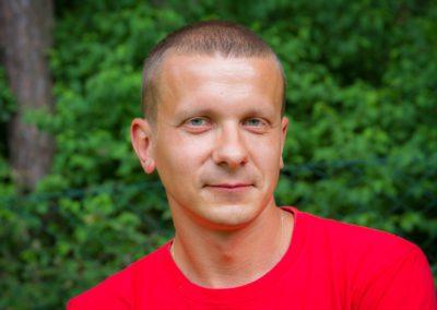 Sobczak Witold - absolwent AWF we Wrocławiu. Miłośnik sportów zespołowych. Trener II klasy piłki nożnej. Jego pasja to bieganie i ćwiczenia siłowe.