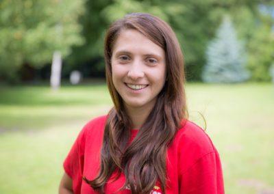 Next  Szuleta Anna – absolwentka UAM w Poznaniu oraz PWSZ w Kaliszu. Podobnie jak David Hasselhoff nie boi się wody. Ukończyła kurs ratownika wodnego. Interesuje się sportem, uwielbia spacerować, kocha wspinaczkę górską.