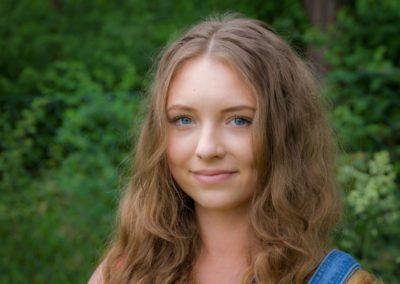Wiktorowska Weronika – absolwentka fizjoterapii AWF w Poznaniu. Interesują ją taping, masaże, terapia manualna, muzyka, makijaż, siatkówka i gotowanie.