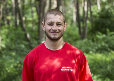Stępień Patryk – student AWF w Białej Podlaskiej. W wolnym czasie pływa, jeździ na nartach, snowboardzie i bmx. Ściga się w górskich maratonach rowerowych.